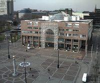 Friedensplatz und Rathaus